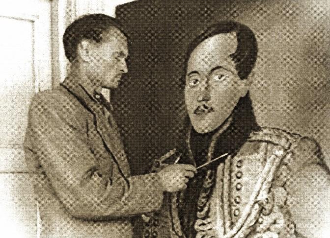 1939, художник П. Сарычев пишет портрет М. Ю. Лермонтова